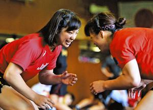 レスリング 姉が「金」 私も世界へ 63キロ級の川井友香子