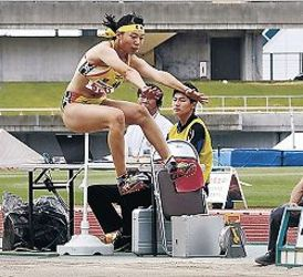 女子走り幅跳び、星稜の吉岡制す 北信越高校体育大会