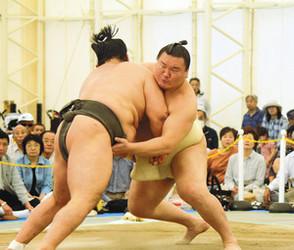 大相撲 白鵬関にファン声援 長浜で宮城野部屋が合宿