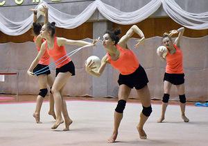 ブルガリア、世界トップレベルの新体操披露 事前キャンプ