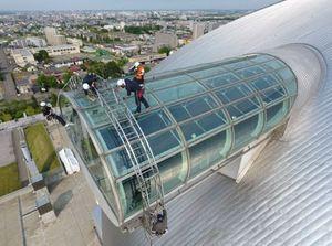 札幌ドーム 展望台ガラス拭き 高さ50メートル