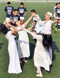ラグビー 部員と舞踏家・土方巽の魂表現 秋田工高で写真集撮影