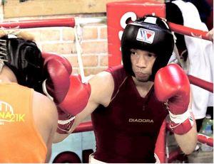 ボクシング IBF世界戦 帝里木下が神戸で練習公開