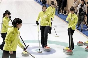 平昌五輪 カーリング代表決定戦へ 女子の中部電力が練習公開