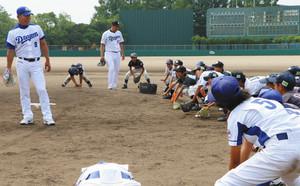 元中日選手が熱血指導 津島で児童向け野球教室