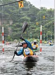 パドルさばき、53選手競う 那須塩原でカヌー・スラローム