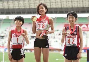 鍋島選手が女子5000m優勝 陸上日本選手権