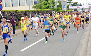 1500人熱走!20部門に健脚を競う 花火の里浅川ロードレース