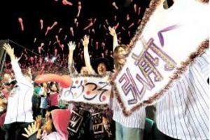 楽天 一投一打に躍るスタンド 弘前市運動公園野球場