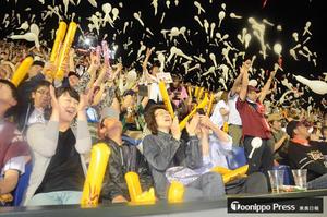 プロ野球 夢実現、ファン熱狂 楽天の細川に地元応援団も