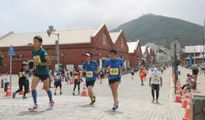 夏の函館6963人駆ける ハーフ、フルマラソン同時開催