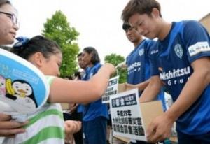 J2福岡、選手ら試合前に募金活動