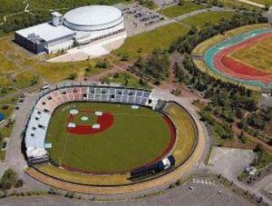 野球 プロアマ、人工芝の釧路市民球場で「タンチョウリーグ」
